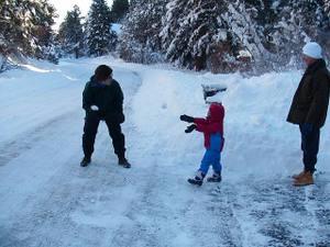 Snowball_fight_2